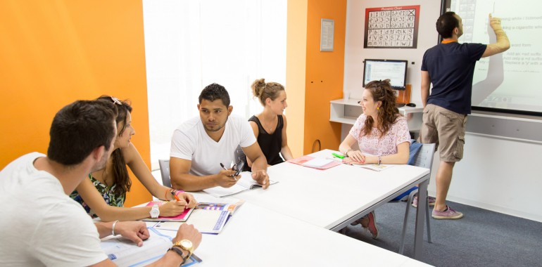 cours anglais voyage langue classe