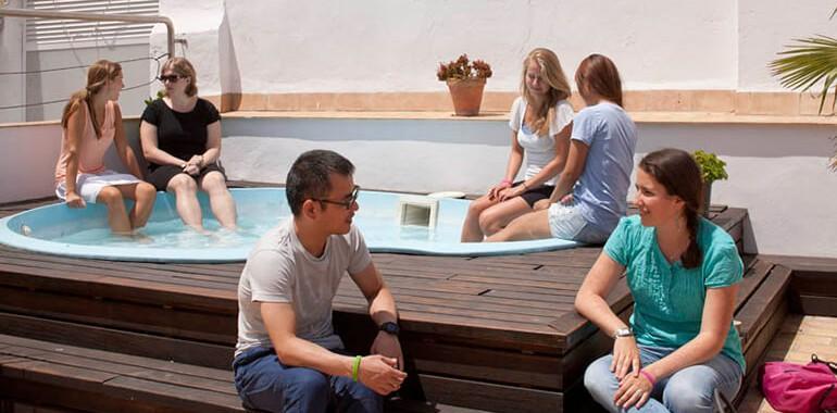 ecole clic voyage langue piscina con alumnos