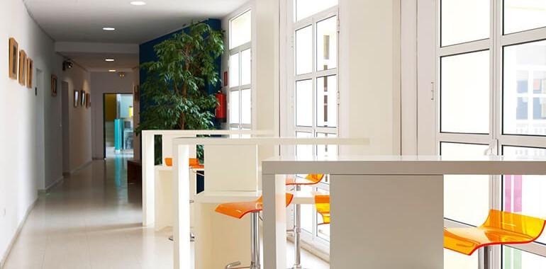 ecole clic voyage langue school_albareda_19_26_hallway_04
