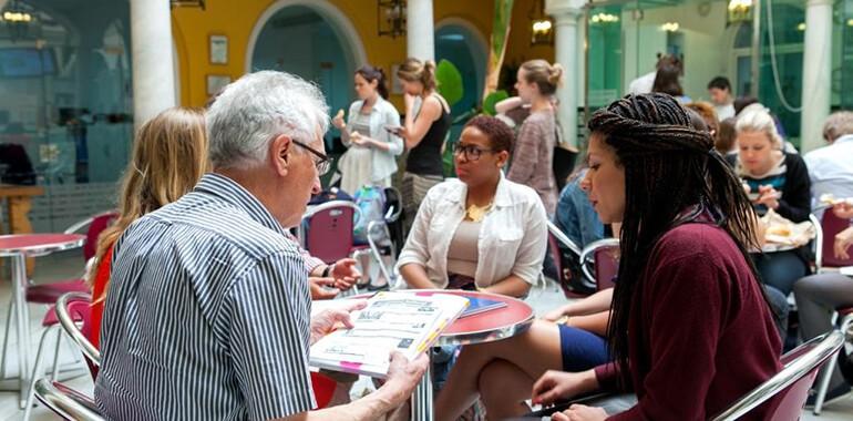 ecole clic voyage langue sevilla alumnos patio