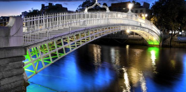 famous hapenny bridge dublin city voyage langue sejour linguistique