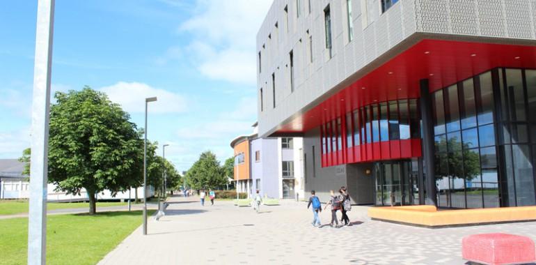 modern campus at maynooth university voyage langue sejour linguistique