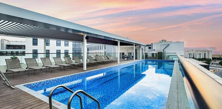 residence the myriad dubai piscine rooftop